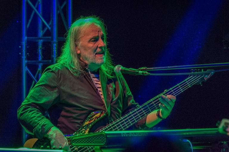 Roger Weitz: Bass, Keyboards, Mandoline, Percussion, Backing Vocals